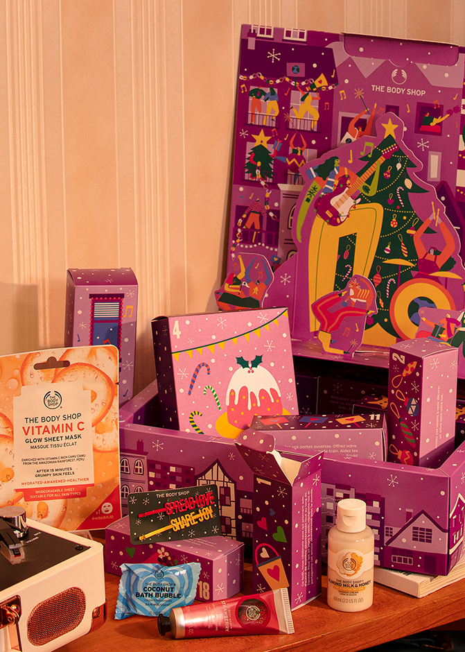The Body Shops lilla Original Julekalender med masse farger og pop-up figurer. Foto